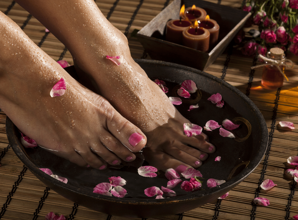 Benefits of an Aromatherapy Massage with Rose Essential Oil