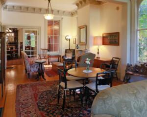 Camellia Inn parlor
